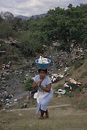 El Salvador. san vicente women washing clothes in a river       /  san vicente femme lavant le linge dans une riviere    Salvador   /  SALV34303 6