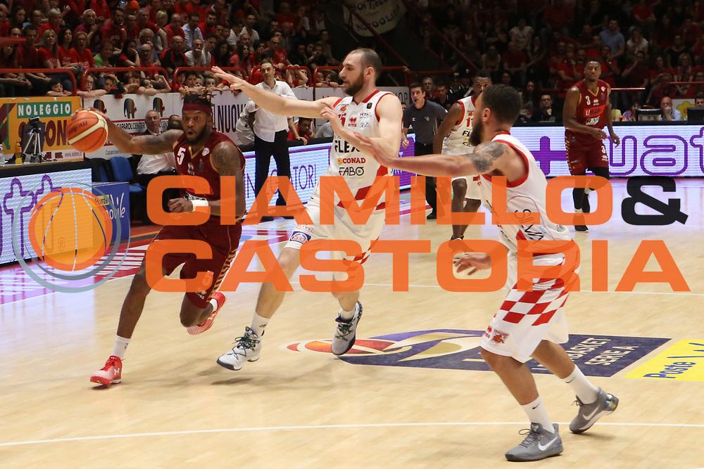 Julian Stone<br /> UThe Flexx Pistoia vs Umana Reyer Venezia<br /> Lega A  2016/2017 Quarti di finale Gara 3<br /> Milano 17/05/2017<br /> Foto Ciamillo-Castoria<br /> Provvisorio
