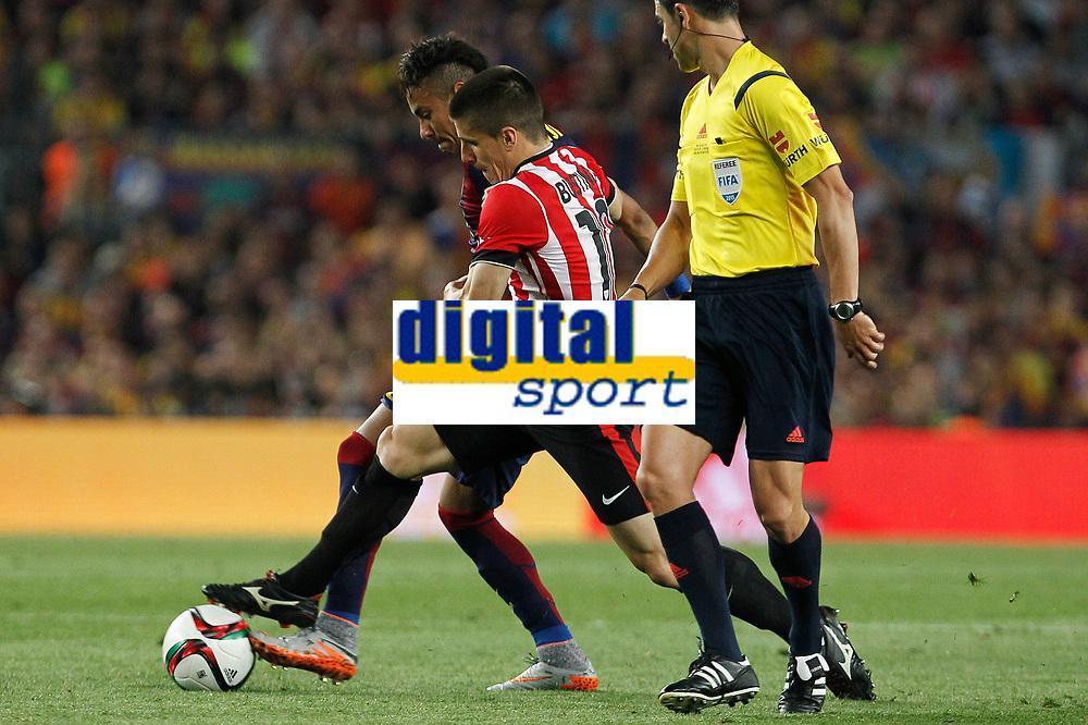 Barcelona´s Neymar Jr (L) and Athletic de Bilbao´s Unai Bustinza during 2014-15 Copa del Rey final match between Barcelona and Athletic de Bilbao at Camp Nou stadium in Barcelona, Spain. May 30, 2015. (ALTERPHOTOS/Victor Blanco)