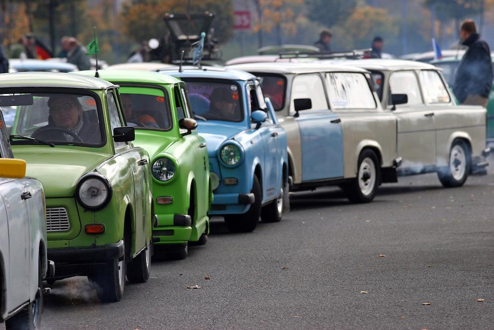 9. Herbst Treffen der Trabant Fahrer zum traditionellen Ausklingen der Auto Saison 2007 in Prag. Ein halbes Jahrhundert ist vergangen, seit 1957 die Nullserie des Trabant P50 die Werkhallen in Zwickau verliess. Bis 1991 wurden &uuml;ber 3 Millionen Trabant produziert, der Trabant geh&ouml;rte &uuml;ber Jahrzehnte zum Stra&szlig;enbild vieler europ&auml;ischer L&auml;nder.  <br /> <br /> 9th Trabant driver meeting and end of the car season 2007 in Prague.