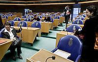 Nederland. Den Haag, 4 februari 2009.<br /> Femke Halsema lacht naar Mariette Hamer bij het begin van de eerste schorsing. Debat over Irak in de Tweede Kamer. De Tweede Kamer debatteert over het plan van premier Jan Peter Balkenende om een onderzoekscommissie in te stellen naar de besluitvorming rond Irak in 2003. Balkenende kondigde maandag aan dat hij de jurist Willibrord Davids heeft gevraagd deze commissie te leiden. <br /> Foto Martijn Beekman<br /> NIET VOOR PUBLIKATIE IN LANDELIJKE DAGBLADEN.