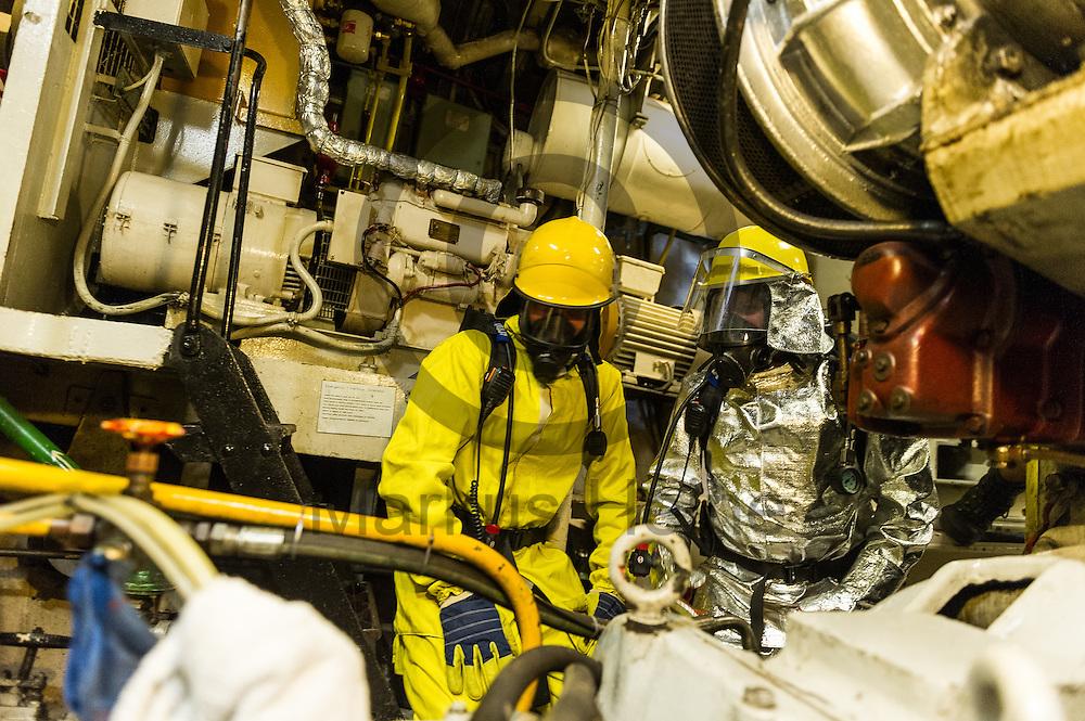 Zwei Besatzungsmitglieder &uuml;ben am 15.09.2016 in Paola, Malta auf dem Fluechtlingsrettungsboot Sea-Watch 2 im Maschinenraum Ma&szlig;nahmen zur Brandbekampfung an Bord. Foto: Markus Heine / heineimaging<br /> <br /> ------------------------------<br /> <br /> Veroeffentlichung nur mit Fotografennennung, sowie gegen Honorar und Belegexemplar.<br /> <br /> Publication only with photographers nomination and against payment and specimen copy.<br /> <br /> Bankverbindung:<br /> IBAN: DE65660908000004437497<br /> BIC CODE: GENODE61BBB<br /> Badische Beamten Bank Karlsruhe<br /> <br /> USt-IdNr: DE291853306<br /> <br /> Please note:<br /> All rights reserved! Don't publish without copyright!<br /> <br /> Stand: 09.2016<br /> <br /> ------------------------------