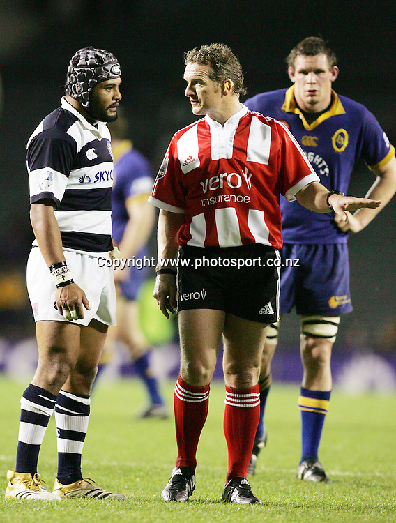 Referee Paul Honiss talks to Sam Tuitupou during the Air NZ Cup week 9 rugby match between Auckland and Otago at Eden Park, Auckland, New Zealand on Saturday 23 September, 2006. Auckland won the match 48-7. Photo: Hannah Johnston/PHOTOSPORT<br />