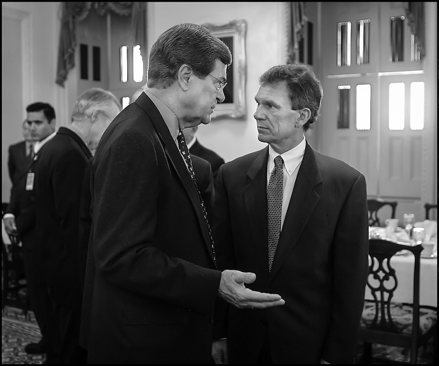 Senators Lott and Daschle confer before a meeting with Israeli Foreign Minister Shimon Peres.  10/22/01..©PF BENTLEY/PFPIX.com.