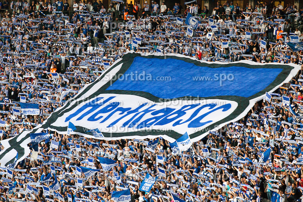 Football: Germany, 2. Bundesliga, Hertha BSC Berlin.Fans with flag, Ostkurve.© pixathlon