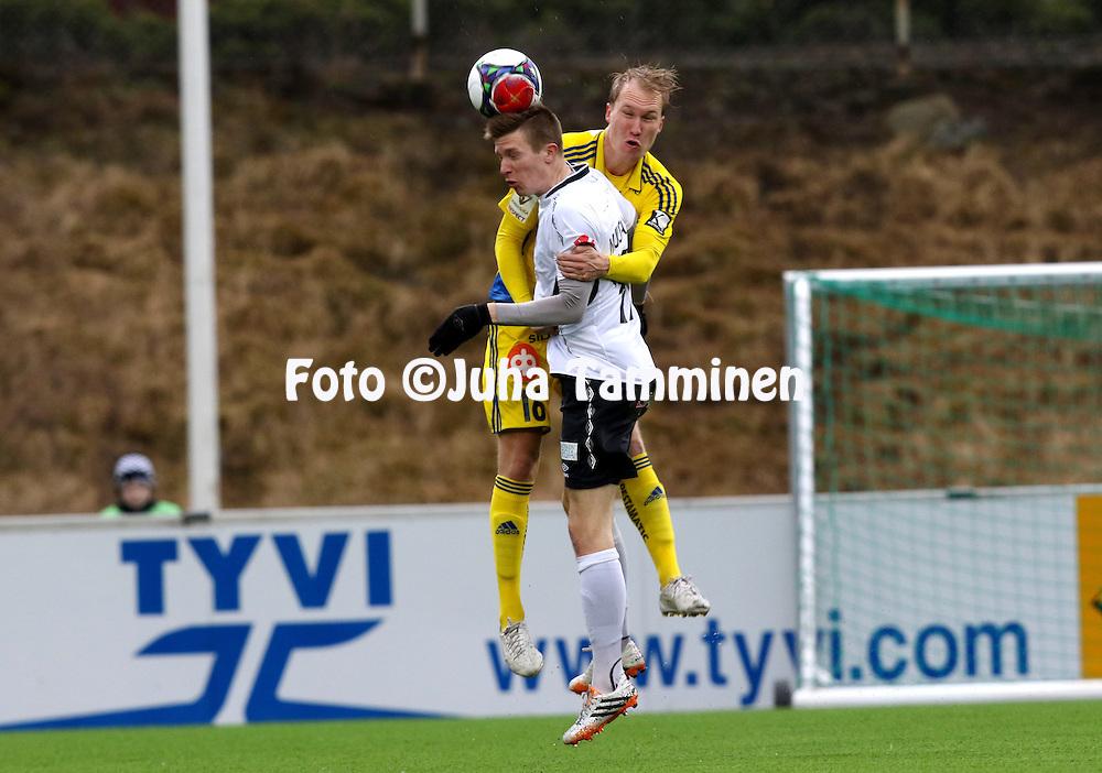 26.4.2015, Tehtaan kentt&auml;, Valkeakoski.<br /> Suomen Cup 2015, puoliv&auml;lier&auml;.<br /> FC Haka - Helsingin Jalkapalloklubi.<br /> Kalle Multanen (Haka) v Valtteri Moren (HJK).