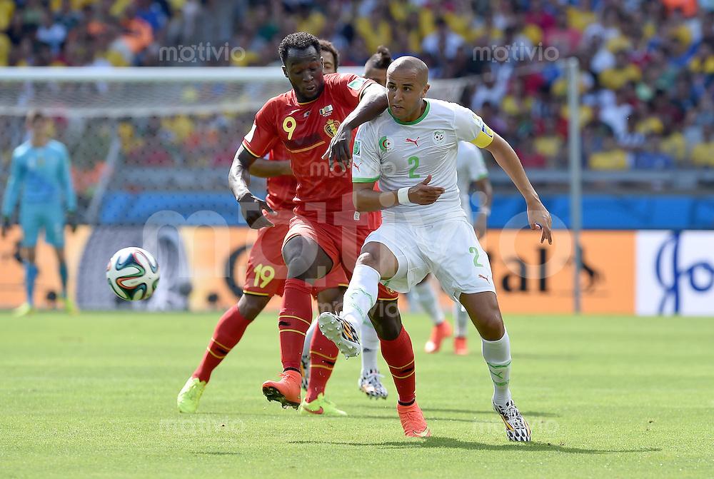 FUSSBALL WM 2014  VORRUNDE    Gruppe H     Belgien - Algerien                       17.06.2014 Romelu Lukaku (li, Belgien) gegen Madjid Bougherra (re, Algerien)