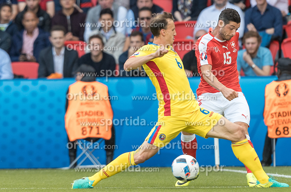 15.06.2016, Parc de Princes, Paris, FRA, UEFA Euro, Frankreich, Rumaenien vs Schweiz, Gruppe A, im Bild Vlad Chiriches (ROU), Blerim Dzemaili (SUI) // Vlad Chiriches (ROU), Blerim Dzemaili (SUI) during Group A match between Romania and Switzerland of the UEFA EURO 2016 France at the Parc de Princes in Paris, France on 2016/06/15. EXPA Pictures © 2016, PhotoCredit: EXPA/ JFK