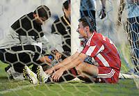 Fussball 1. Bundesliga  Saison   2010/2011   08.01.2011 FC Bayern Muenchen -  Al Wakrah Sport Club Miroslav Klose (FC Bayern Muenchen) sitzt im Tor