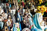 Pequenas estátuas deixadas como agradecimento à Nossa Senhora de Lourdes na Gruta Sede Figueira. Chapecó, Santa Catarina, Brasil. / <br /> Little statues left at the Monument to Our Lady of Lourdes as grateful gifts. Chapeco, Santa Catarina, Brazil.