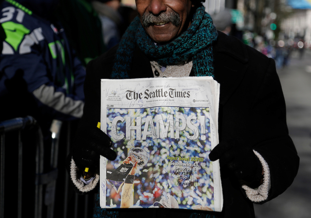 Fans stand along 4th Avenue in downtown at the Super Bowl victory parade for the Seattle Seahawks in Seattle, Washington February 5, 2014. Up to 500,000 Seattle Seahawks fans were expected to brave sub-freezing temperatures to celebrate the football team's first Super Bowl title at a parade set to wind through the city's downtown on Wednesday.  REUTERS/Jason Redmond  (UNITED STATES)