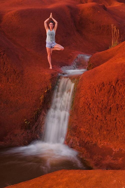 USA, South Pacific, Hawaii, Kauai,Waimea Canyon, woman doing Yoga MR 0542