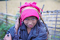 Nepal. Vallee de l Arun. Region Est du Nepal. Porteur, les routiers de l Himalaya. Ethnie Sherpa ou Bhote. // Nepal. Arun valley, East Nepal. Porter, the road rider of the Himalaya. Sherpa or Bhote ethnic group.