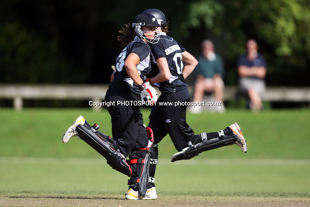 Suzie Bates (front) and Amy Satterthwaite batting, New Zealand White Ferns v Australia, Rosebowl cricket series, One day international, Queens Park, Invercargill. 6 March 2010. Photo: William Booth/PHOTOSPORT