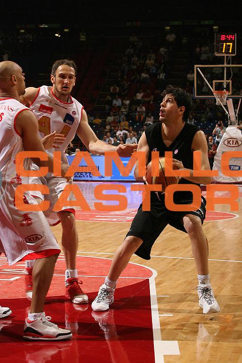 DESCRIZIONE : Milano Lega A1 2006-07 Playoff Semifinale Gara 1 Armani Jeans Milano VidiVici Virtus Bologna<br /> GIOCATORE : Guillerme Giovannoni<br /> SQUADRA : VidiVici Virtus Bologna<br /> EVENTO : Campionato Lega A1 2006-2007 Playoff Semifinale Gara 1<br /> GARA : Armani Jeans Milano VidiVici Virtus Bologna<br /> DATA : 30/05/2007 <br /> CATEGORIA : Penetrazione<br /> SPORT : Pallacanestro <br /> AUTORE : Agenzia Ciamillo-Castoria/M.Marchi