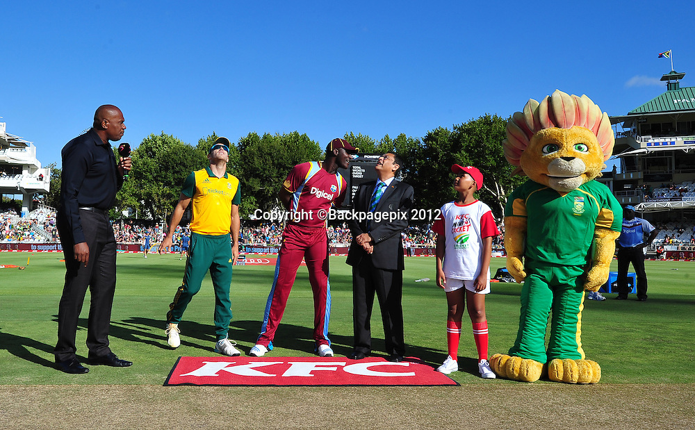 Faf Du Plessis of South Africa and Darren Sammy of the West Indies at the coin toss before the 2015 KFC T20 International game between South Africa and the West Indies at Newlands Cricket Ground, Cape Town on 9 January 2015 ©Ryan Wilkisky/BackpagePix