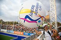 TUCUMAN  Argentinie - Annemieke Sirks. Promobal voor het WK in Den Haag , Let's Celebrate Hockey, gaat rond in het stadion tijdens de finaleronde van de Hockey World League voor vrouwen. ANP KOEN SUYK