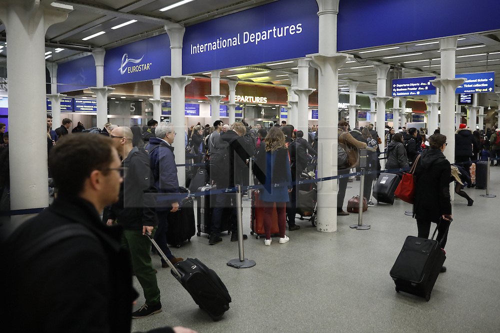 © Licensed to London News Pictures. 23/12/2016. London, UK. Passengers line up at St Pancras Eurostar terminal. The Christmas getaway begins  today with<br /> stations, airports and roads expected to be very busy as people start their Christmas holidays. Photo credit: Peter Macdiarmid/LNP