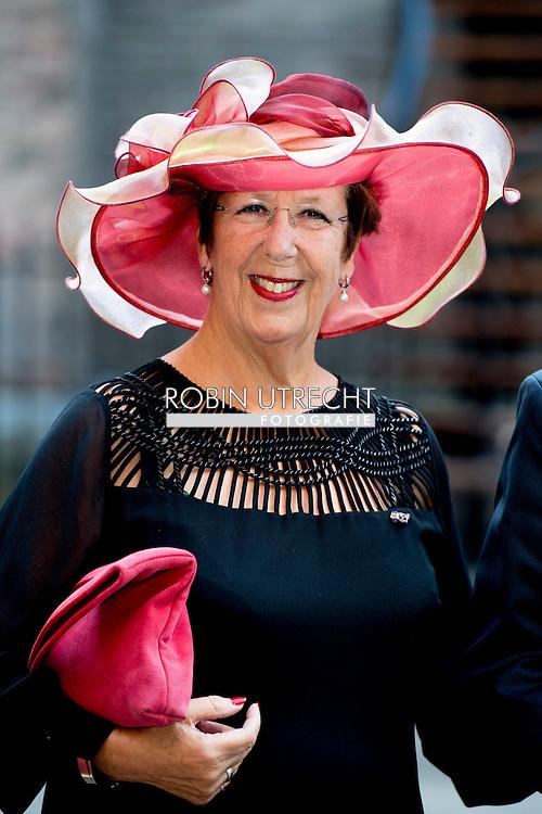 DEN HAAG - Annemarie Jorritsma arriveert samen met zijn echtgenote bij de Ridderzaal op Prinsjesdag. copyrught robin utrecht