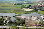 Nederland, Noord-Holland, Medemblik, 14-07-2008; Nederlands Stoommachinemuseum, voormalig stoomgemaal 'Vier Noorder Koggen'; rechts van het gebouw receatiewoningen in aanleg, zogenaamde watervilla, villa; casco. .luchtfoto (toeslag); aerial photo (additional fee required); .foto Siebe Swart / photo Siebe Swart)