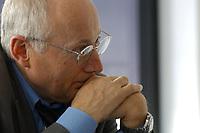 22 MAY 2003, BERLIN/GERMANY:<br /> Stefan Aust, Chefredakteur Der Spiegel, waehrend einem Interview, Redaktionsvertretung Der Spiegel<br /> IMAGE: 20030522-01-025