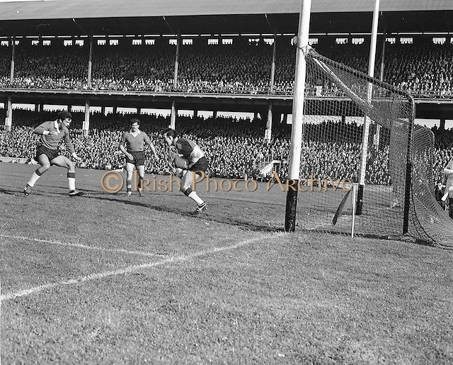 Offaly goalie catches the ball and holds it tight during the All Ireland Senior Gaelic Football Final Kerry v Offaly in Croke Park on 28th September 1969. Kerry 0-10 Offaly 0-7.