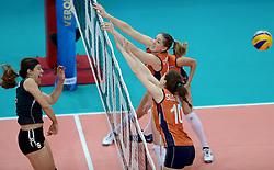 28-09-2014 ITA: World Championship Volleyball Mexico - Nederland, Verona<br /> Nederland wint met 3-0 van Mexico / Carlijn Jans, Lonneke Sloetjes