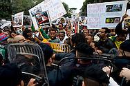 Roma 19 Novembre 2013<br /> Circa duecento manifestanti davanti l'ambasciata saudita a Roma per protestare contro l'  uccisione di migranti etiopi in Arabia Saudita. I manifestanti etiopi accusa il  Regno dell'Arabia Saudita  di aver ordinato l'espulsione di 23.000 etiopi e le forze dell'ordine di avere ucciso e stuprato  molti immigrati<br /> Rome 19 November 2013<br /> Around two  hundred angry protesters gathered outside the Saudi Embassy in Roma to protest against the alleged killing of Ethiopian migrants in Saudi Arabia. Some demonstrators also alleged injustice, rape and torture against their countrymen. Angry Ethiopian protesters blocked the road near to the Saudi Embassy in Rome. Police stood close by