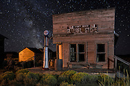 USA, Oregon, Lake County,Fort Rock, Historic General store and Milky way (m)