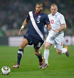 12.06.2010, Sandton - Nelson Mandela Square, Johannesburg, RSA, FIFA WM 2010, 3D television, im Bild Wayne Rooney of England in action with Oguchi Onyewu of USA, EXPA Pictures © 2010, PhotoCredit: EXPA/ IPS/ Mark Atkins / SPORTIDA PHOTO AGENCY