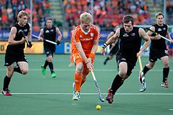 THE HAGUE - Rabobank Hockey World Cup 2014 - 2014-06-10 - MEN - NEW ZEALAND - THE NETHERLANDS -  Klaas VERMEULEN in duel met Nick HAIG.<br /> Copyright: Willem Vernes