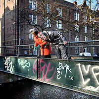Nederland, Amsterdam , 31 januari 2012..Jordaan bewoners Frec en Chris ergeren zich mateloos aan enkele graffiti spuiters die hun hele buurt onderspuiten zoals bv hier op het bruggetje bij de Lijnbaansgracht..Foto:Jean-Pierre Jans