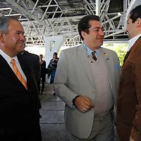 TOLUCA, México.- El diputado Horacio Jiménez López  y César Suárez durante la firma de la Alianza Electoral por el Estado de México con miras a las elecciones del 2012 entre el Grupo Acción Política, Morena y el Partido Movimiento Ciudadano. Agencia MVT / Crisanta Espinosa. (DIGITAL)