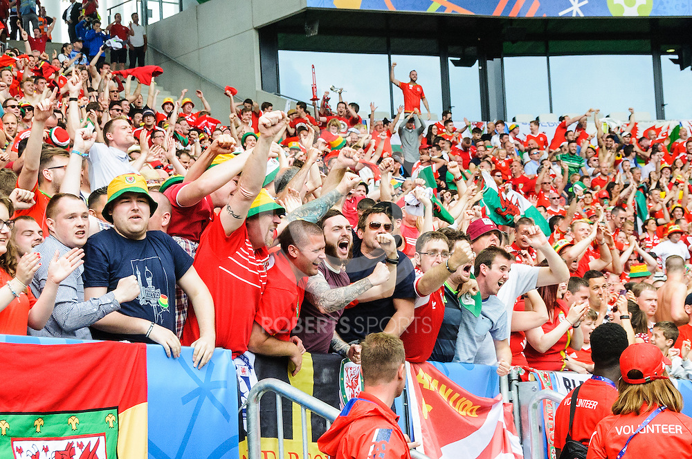 Wales fans celebrate the opening goal. Action from the WALES v SLOVAKIA UEFA EURO 2016 game at Stade Matmut Atlantique in Bordeaux, 11 June 2016. (c) Paul J Roberts / Sportpix.org.uk