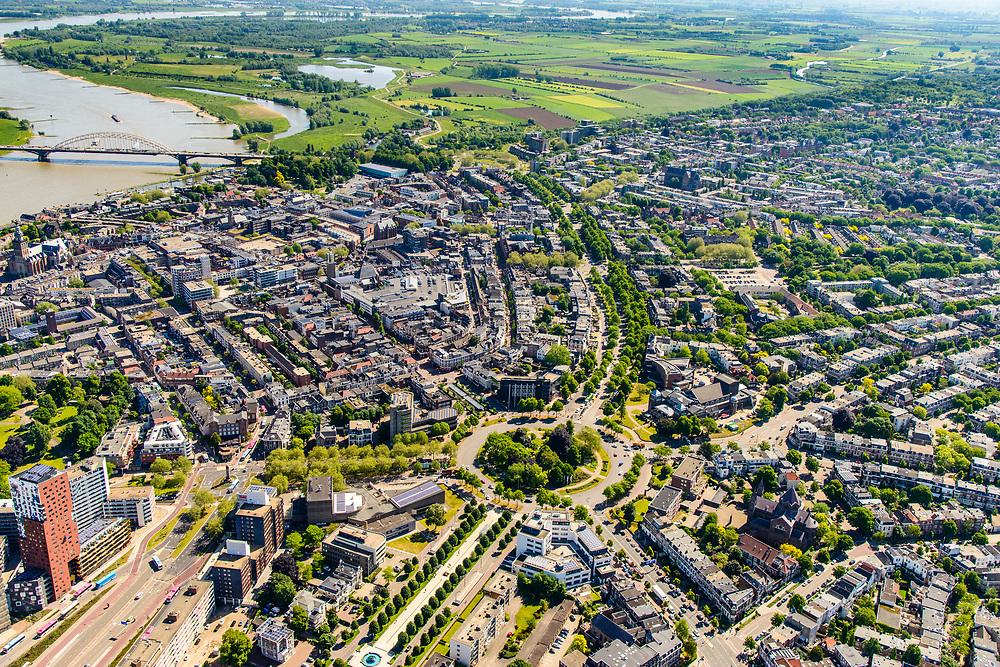 Nederland, Gelderland, Nijmegen, 29-05-2019; overzicht historisch binnenstad Nijmegen, omgeving van de rotonde van het Keizer Karelplein. Foto naar het Oosten, rivier de Waal, Ooijpolder.<br /> Historic city center Nijmegen.<br /> luchtfoto (toeslag op standard tarieven);<br /> aerial photo (additional fee required);<br /> copyright foto/photo Siebe Swart