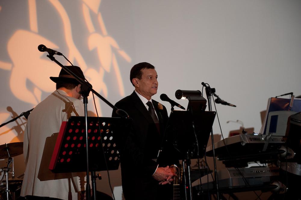 10/9/11 7:45:00 PM -- Zarines Negron and Abelardo Mendez III wedding Sunday, October 9, 2011. Photo©Mark Sobhani Photography