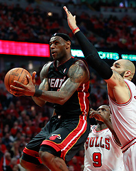 15.05.2011, UNITED CENTER, CHICAGO, USA, NBA, Chicago Bulls vs Miami Heat, im Bild LeBron James (L) goes to the basket in front of Chicago Bulls forward Carlos Boozer (R) in game 1 of the NBA Eastern Conference Championships at the United Center in Chicago, EXPA Pictures © 2011, PhotoCredit: EXPA/ Newspix/ KAMIL KRZACZYNSKI +++++ ATTENTION - FOR AUSTRIA/ AUT, SLOVENIA/ SLO, SERBIA/ SRB an CROATIA/ CRO, SWISS/ SUI and SWEDEN/ SWE CLIENT ONLY +++++