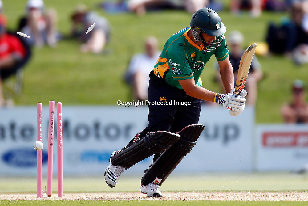 Tim Southee bowls Mathew Sinclair during the HRV Cup match between the Northern Knight v Central Stags. Men's domestic Twenty20 cricket. Blake Park, Mt Maunganui, New Zealand. Thursday 5 January 2012. Ella Brockelsby / photosport.co.nz