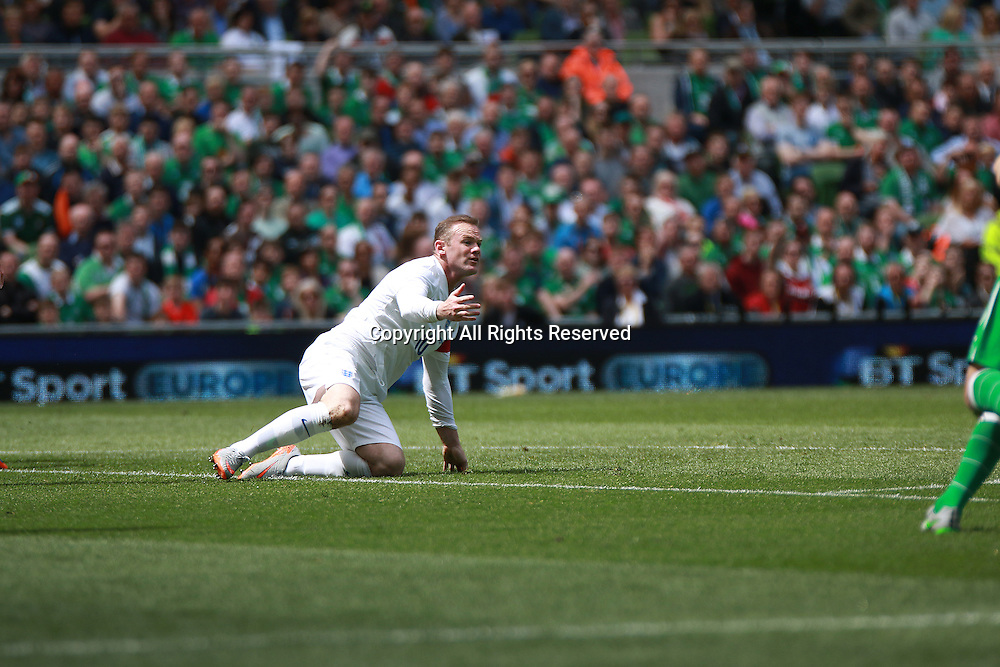 07.06.2015. Dublin, Ireland. International Football Friendly. Republic of Ireland versus England. Rooney asks the referee for a decision as he is dumped on the pitch