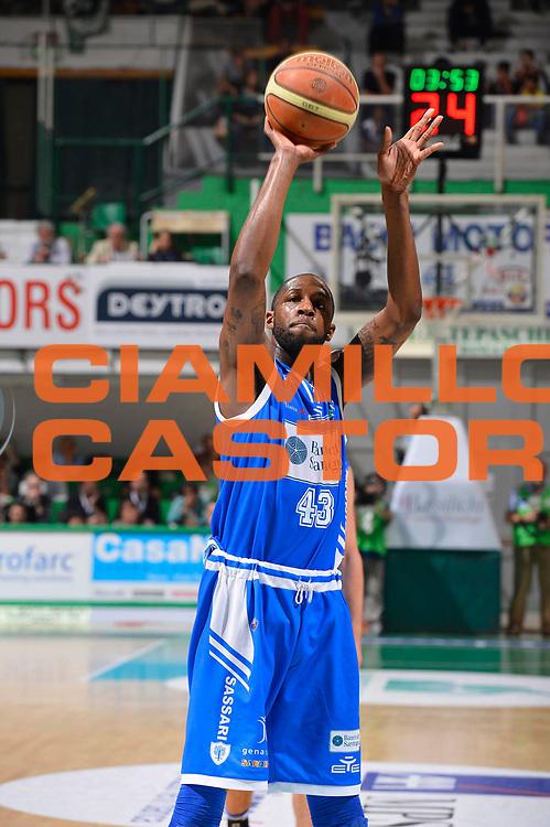 DESCRIZIONE : Siena Lega A 2011-12 Montepaschi Siena Banco di Sardegna Sassari Semifinale Play off gara 2<br /> GIOCATORE : Tony Easley<br /> CATEGORIA : penetrazione<br /> SQUADRA : Banco di Sardegna Sassari<br /> EVENTO : Campionato Lega A 2011-2012 Semifinale Play off gara 2 <br /> GARA : EA7 Montepaschi Siena Banco di Sardegna Sassari Semifinale Play off gara 2<br /> DATA : 30/05/2012<br /> SPORT : Pallacanestro <br /> AUTORE : Agenzia Ciamillo-Castoria/R. Morgano<br /> Galleria : Lega Basket A 2011-2012  <br /> Fotonotizia :  Siena Lega A 2011-12 Montepaschi Siena Banco di Sardegna Sassari Semifinale Play off gara 2<br /> Predefinita :