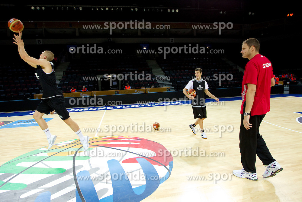 Edo Muric of Slovenia, Goran Dragic of Slovenia and Raso Nesterovic during practice session of Slovenia National basketball team at Preliminary Round of Eurobasket Lithuania 2011, on September 4, 2011, in Arena Svyturio, Klaipeda, Lithuania. (Photo by Vid Ponikvar / Sportida)