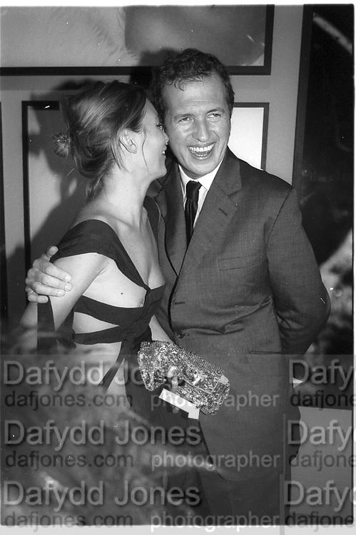 Kate Moss and Mario Testino. Mario Testino portraits. National Portrait Gallery. 29/1/02 © Copyright Photograph by Dafydd Jones 66 Stockwell Park Rd. London SW9 0DA Tel 020 7733 0108 www.dafjones.com