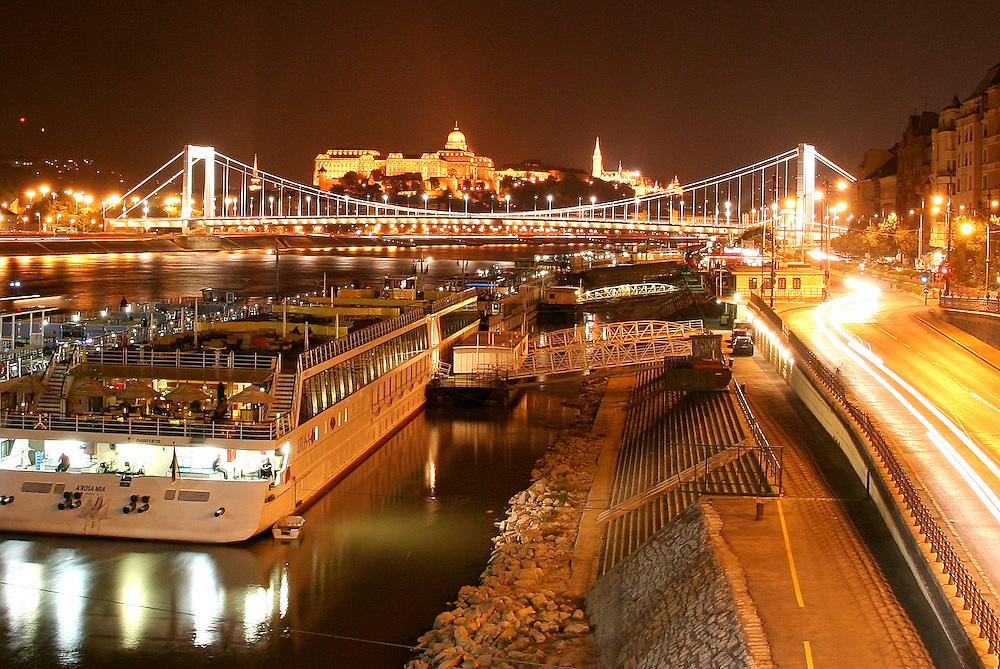 Elisabeth Bridge (Erzsébet Híd) & Royal Palace (Királyi Palota), Budapest, Hungary