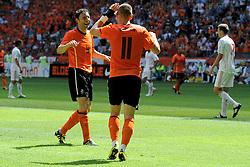 05-06-2010 VOETBAL: NEDERLAND - HONGARIJE: AMSTERDAM<br /> Nederland wint met 6-1 van Hongarije / Mark van Bommel en Arjen Robben<br /> ©2010-WWW.FOTOHOOGENDOORN.NL