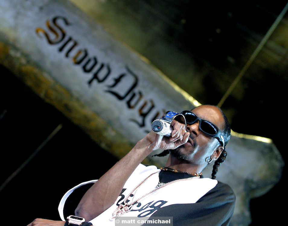 CHICAGO - August 7: Snoop Dogg performs on August 7, 2004 at the Tweeter Center in Chicago, Illinois during the Projekt Revolution Tour. (Photo by Matt Carmichael)
