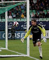 Fotball , <br /> Adeccoligaen  1  September  2007 , Briskeby Gressbane , <br /> HamKam  v  Molde   0-2<br /> <br /> Foto:Dagfinn Limoseth - Digitalsport<br /> <br /> Ivar Rønningen , HamKam rotet denne ballen ut , slik at det ble corner