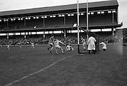 16/04/1967<br /> 04/16/1967<br /> 16 April 1967<br /> National Hurling League: Clare v Dublin at Croke Park, Dublin. <br /> M. Keane scores a point for Clare.