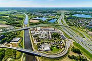Nederland, Noord-Brabant, Den Bosch, 13-05-2019; Knooppunt Hintham, half-sterknooppunt. Het knooppunt is onderdeel van de Ring 's-Hertogenbosch en verbindt rijksweg A59 (in oostelijke richting, naar links) met rijksweg A2 (Noord-Zuid).  Links het Maximakanaal, in het hart van het knooppunt Heijmans Materieel Beheer.<br /> Hintham junction, near Den Bosch.<br /> <br /> aerial photo (additional fee required); luchtfoto (toeslag op standard tarieven); copyright foto/photo Siebe Swart