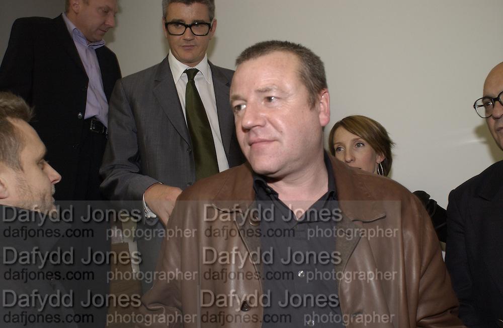 Ray Winstone. Sam Taylor Wood opening. White Cube. London. 22 Nov 2001. © Copyright Photograph by Dafydd Jones 66 Stockwell Park Rd. London SW9 0DA Tel 020 7733 0108 www.dafjones.com
