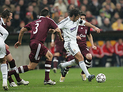 Munich, Germany - Wednesday, March 7, 2007: Bayern Munich's Lucio and Owen Hargreaves close down Real Madrid's Raul during the UEFA Champions League First Knock-out Round 2nd Leg at the Allianz Arena. (Pic by Christian Kolb/Propaganda/Hochzwei) +++UK SALES ONLY+++